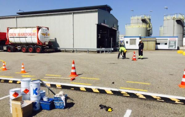 Drempels verlijmen, asfaltreparaties en veiligheidmarkeringen